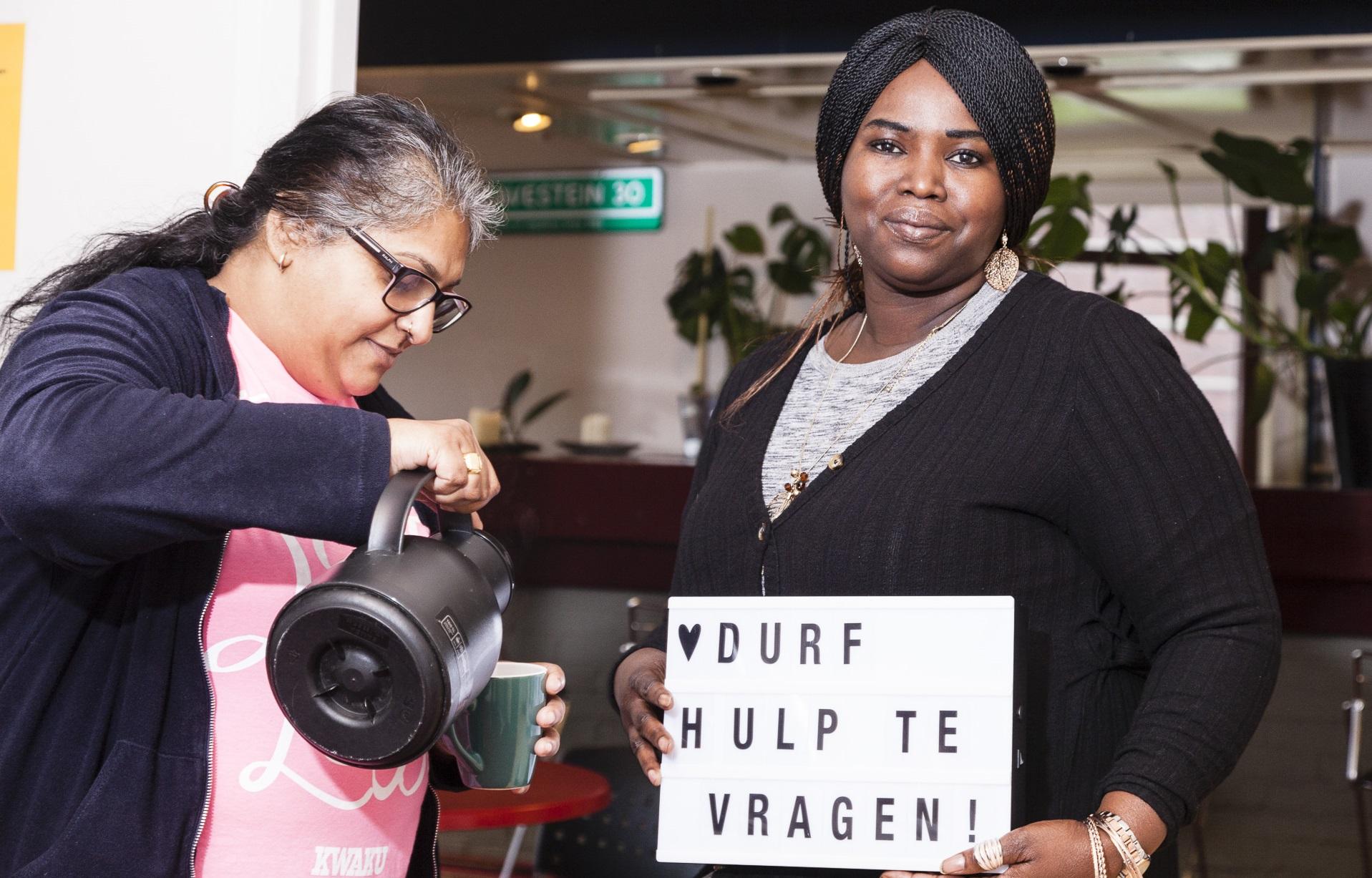 Mavis Dhoeman (assistent teamcoördinator BuurtWerkKamer Samen Sterk) en Dayenne Tempo (projectmedewerker Schoon Schip)